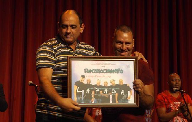 Durante la clausura del Humoráculo Pagolo recibió un reconocimiento 'por sus 28 años de vida artística